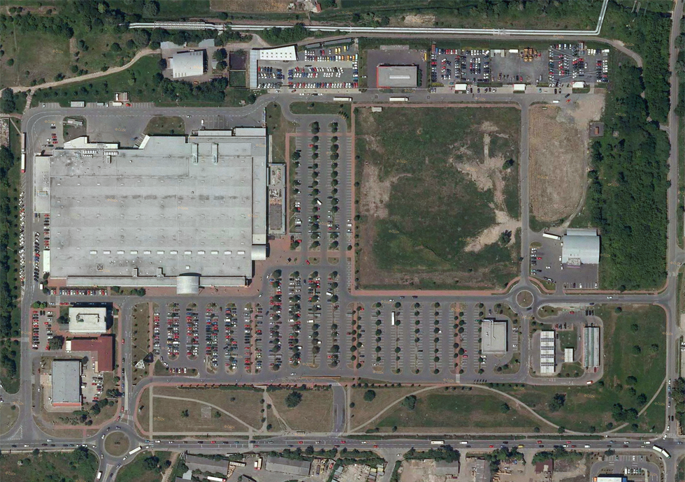 Brownfields - conversion to area of hypermarket Globus